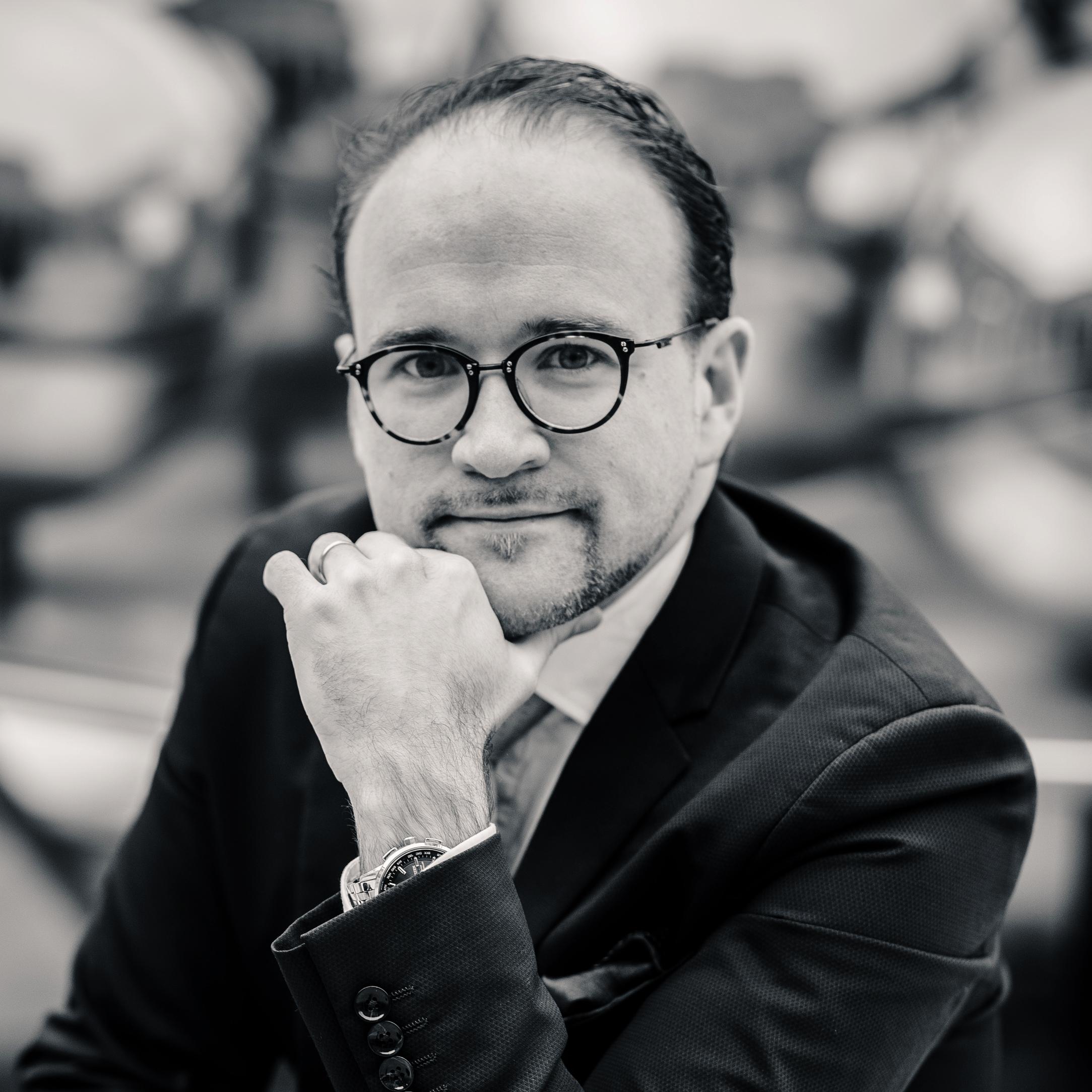 Portrait Paulmagie Noir et Blanc Mentaliste