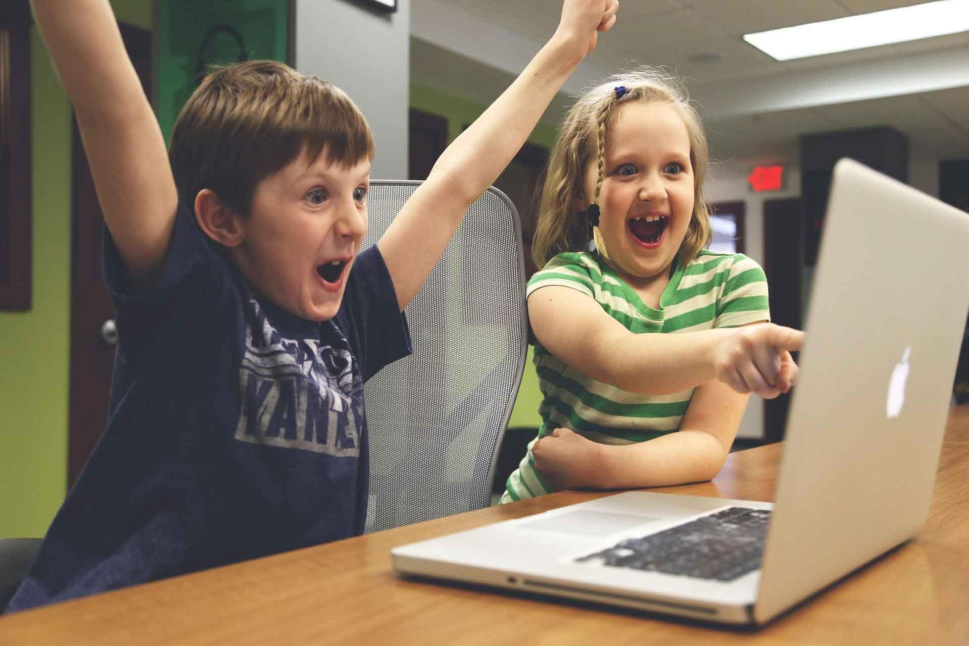 cours de magie en ligne paulmagie enfants heureux ordinateurs